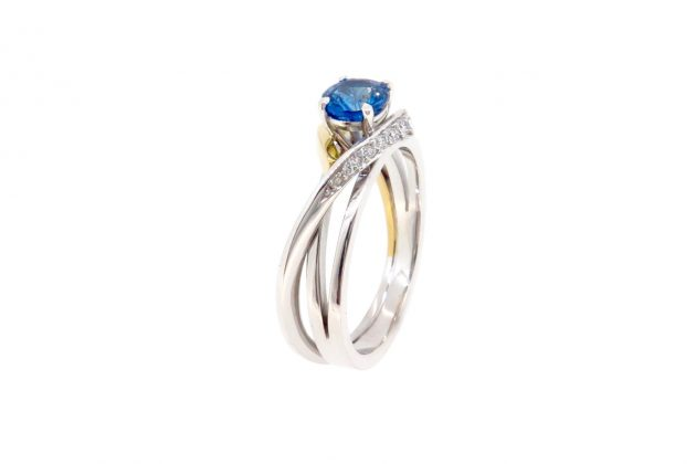 18ct white and yellow gold Sapphire engagement ring 4