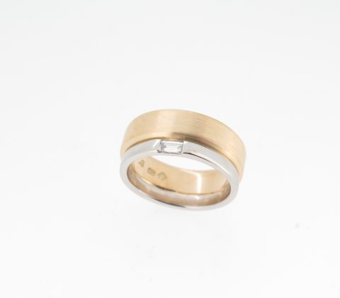 '18ct yellow gold and platinum baguette diamond ring